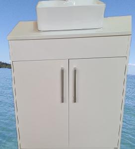 600 vanity floor type image 2 doors